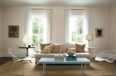 Let Benjamin Moore help you find color combinations and design inspiration for the living room that fits your personal style. Browse photos and get color ideas. Hallway Colours, Best Paint Colors, Paint Colours, Living Room Colors, Living Rooms, Benjamin Moore Colors, Floor To Ceiling Windows, Interior Paint, House Colors