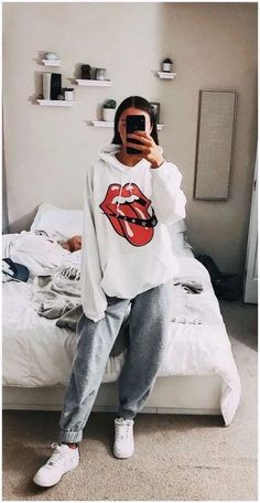 29 Fashion Teenage Ideas To Look Cool And Fashionable 29 Fashion Teenage-Ideen, die cool und modisch aussehen Cute Lazy Outfits, Teenage Outfits, Chill Outfits, Teen Fashion Outfits, Retro Outfits, Outfits For Teens, Stylish Outfits, Fashion Clothes, Summer Outfits