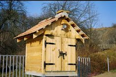 walk in smoke house | smoke house woodworking plans and information at