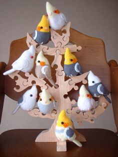 amigurumi cockatiel family... these remind me of our little bird so much it's not even funny <3