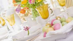A full Easter Sunday brunch menu – SheKnows sunday table setting 5 recipes to make your Easter delicious! Brunch Table Setting, Easter Table Settings, Brunch Menu, Sunday Brunch, Christmas Brunch, Easter Brunch, Easter Party, Easter Crafts For Kids, Easter Treats
