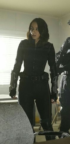 "Chloe Bennett as Daisy ""Quake"" Johnson 😍😍 Shield Season 4, Agents Of Shield Seasons, Marvels Agents Of Shield, Chloe Benett, Strong Women, Sexy Women, Marvel X, Woman Face, Celebrity Crush"