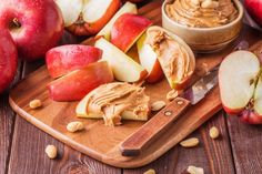 20 Food Combinations that Triple Your Weight Loss Triple up on these waist-whittling foods that will fill you up, fight bloat, and help you burn fat to maximize your weight-loss efforts. Healthy Eating Recipes, Healthy Snacks, Healthy Eats, Snack Recipes, Fresh Grocer, Dairy Free Snacks, Apple And Peanut Butter, Slimming Eats, Eating For Weightloss