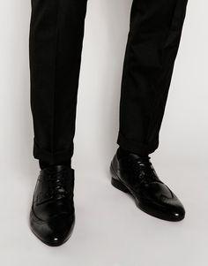 Schuhe von KG by Kurt Geiger glattes, glänzendes Leder gestanztes Budapester Design Schnürung vorne schmal geschnittene Zehenpartie leicht strukturierte Sohle Mit feuchtem Tuch abwischen. Obermaterial 100% echtes Leder