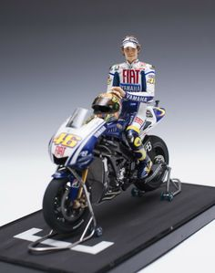 1/12 YAMAHA YZR-M1 '09 FIAT w/ V.Rossi - [Pit in Ver.]