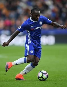 Victor Moses of Chelsea in action during the Premier League match between Hull City and Chelsea at KCOM Stadium on October 1, 2016 in Hull, England.