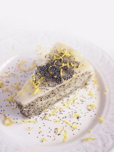 #poppy #lemon #cake #vegan #crueltyfree #eatmeplease
