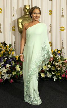 Jennifer López -♥- Oscar: 50 vestidos inolvidables para bien y para mal