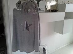 Cape, Poncho, grau, mit Stern von rosa rot auf DaWanda.com