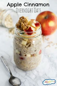 Apple Cinnamon Overnight Oats – MOMables® – Mealtime Solutions for Busy Parents! Simple, healthy, and delicious, these Apple Cinnamon Overnight Oats are your new favorite breakfast! They're gluten-free & great for busy mornings. Healthy Breakfast Recipes, Healthy Drinks, Healthy Recipes, Healthy Food, Healthy Breakfasts, Breakfast Smoothies, Nutrition Drinks, Raw Food, Healthy Morning Breakfast