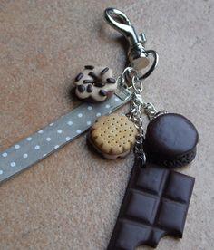 Porte-clés donut, biscuit, macaron et tablette de chocolat en pâte fimo