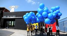 Third Man records releases 1,000 eco-friendly helium balloons, with each balloon containing a flexi-disc to promote Jack White's new single/album.