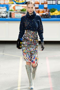 See the complete Chanel Fall 2014 Ready-to-Wear collection.
