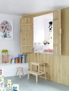 Creative Children's Beds, Plywood partiton wall nook, Remodelista Above: A wood partition has been inserted into this room to created a quiet nook with storage underneath. Image via Home Design Board. Room Interior Design, Interior Design Inspiration, Modern Interior, Wall Nook, Bed Nook, Kids Indoor Playhouse, Playhouse Bed, Creative Beds, Unique Kids Beds