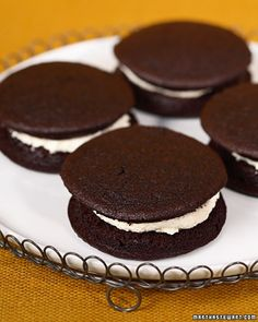 Cranberry Island Whoopie Pies by Martha Stewart. This delicious dessert recipe is courtesy of Cranberry Island Kitchens. Köstliche Desserts, Chocolate Desserts, Delicious Desserts, Dessert Recipes, Yummy Food, Whoopie Pies, Whoopie Pie Filling, Macarons, Pie Recipes