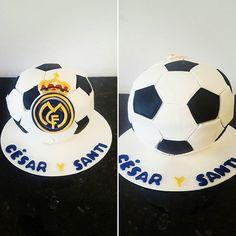 Real Madrid Cake! #rmfc #realmadrid #championsleague #champions #futbol #soccer #pelota #ball #bdayboy #fondant #fondantcake #pastelfondant #pasteldefondant #instacake #cakestagram #gdl #guadalajara #bakery #pasteleria #cakeboxgdl #cakebox
