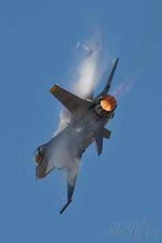 F-16  Avalon 2013