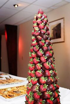 65 Charming Christmas Tree Wedding Centerpieces Ideas - Fashion and Wedding Fruit Buffet, Fruit Trays, Tree Wedding Centerpieces, Strawberry Tower, Chocolate Tree, Fruit Creations, Fruit Decorations, Fruit Displays, Edible Arrangements
