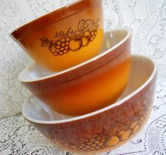 60s Old Orchard Pyrex Set -- mamiezvintage...my hubby found this same set for me at the thrift store for $5. In perfect condition!!!!!