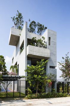 Binh House by Vo Trong Nghia Architects (Vo Trong Nghia) / Design Team - Masaaki Iwamoto, Hsing-O Chiang, Nguyen Tat Dat, Nguyen Duy Phuoc, Takahito Yamada / District 2, Ho Chi Minh city, Vietnam