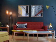 salon vintage fauteuil canapé tables basses et luminaires