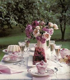 Roses on Table, Martha Stewart, Brabourne Farm