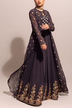 Indian Gowns Dresses, Indian Fashion Dresses, Dress Indian Style, Indian Designer Outfits, Indian Outfits, Western Dresses For Women, Stylish Dresses For Girls, Modest Wedding Dresses With Sleeves, Sleeves Designs For Dresses