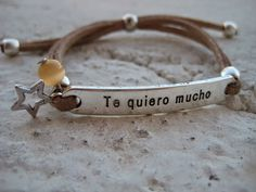 Pulsera con mensaje TE QUIERO MUCHO // Bracelet with a message I LOVE YOU TO MUCH
