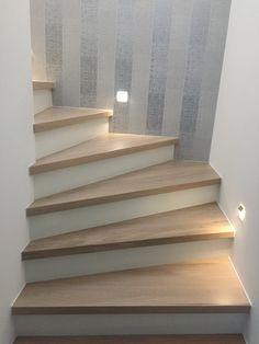 Eiche Stufen auf Beton Treppenbelag - das Original - direkt vom Hersteller Unnerstall Treppen #treppe #holztreppe #holz #treppenmeister #unnerstall #wohnen #architektur #design #wohndesign #bauen #neubau #altbau #umbau