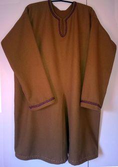 Hedebyn Gyta: Men's handmade woolen tunic made to order  http://hedebyngyta.net/