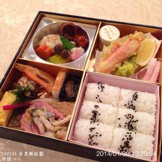 .@ogu_ogu   140130 目黒雅叙園 折詰 ふじ #懐石 #松花堂弁当 #弁当 #bento #lunchbox #lunch ...   Webstagram