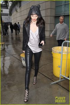 Kendall Jenner--the only person who can make animal ears look chic 1 Love Fashion, Fashion Models, Girl Fashion, Womens Fashion, Fashion Styles, Style Fashion, Skinny Leather Pants, Leather Jacket Outfits, Kendall Jenner Style