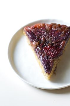 strawberry rhubarb buttermilk upside-down cake >> edible perspective