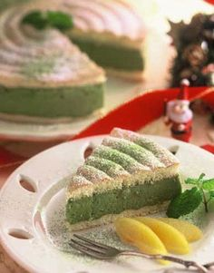 Aiya America's Matcha Bavarian Creme Cake - Our Matcha Bavarian Crème Christmas Cake is a delicate combination of a matcha-infused Bavarian crème and airy meringue cookies. Serve yourself a slice! Matcha Smoothie, Green Tea Recipes, Green Tea Benefits, Matcha Green Tea Powder, Tea Cakes, C'est Bon, Food Inspiration, Holiday Recipes, Food And Drink
