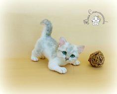 Needle felt toy cat Snowball, needle felt animal, felt toy, collectible toy, interior toy, felt cat by Yuliasfelt on Etsy