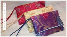 Bolsos de mano hechos con telas de vestidos de fallera, 15€ cada uno. Els detalls d'Alba.