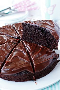 Easy Cake : I am here with a chocolate crunch cake! :) The muffin is so soft . Chocolate Crunch, Homemade Chocolate, Chocolate Recipes, Chocolate Cake, Chocolate Cream, Crunch Cake, Cupcake Recipes, Quick Easy Meals, Food And Drink