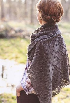 The hair AND the scarf. Ravelry: Tilt pattern by Leila Raabe Knit Cowl, Cowl Scarf, Knitted Poncho, Knitted Shawls, Crochet Shawl, Knit Crochet, Knit Scarves, Shawl Patterns, Knitting Patterns
