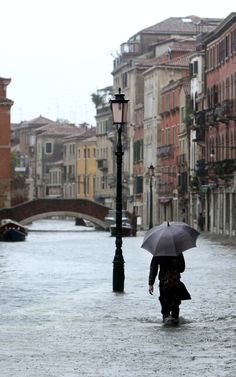 The tourist mecca of Venice experienced a dramatic bout of acqua alta — or high water — flooding this Sunday, brought on by heavy rains that led to much of the coastal, historical city of bridges and canals getting swamped. Rome Florence, Flood Barrier, Places To Travel, Places To Visit, Toscana, Bologna, Beautiful Places, Around The Worlds, Europe
