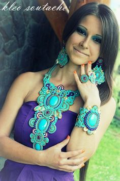 by Faby Posadas Fabric Jewelry, Boho Jewelry, Jewelry Art, Fashion Jewelry, Embroidery Jewelry, Beaded Embroidery, Soutache Necklace, Hair Reference, Handmade Beaded Jewelry