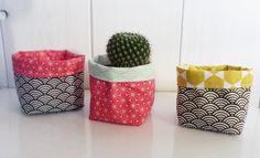 https://www.alittlemarket.com/accessoires-de-maison/fr_mini_cache_pot_pochon_en_tissu_8_x_8_cm_pour_mini_plante_mini_cactus_tissus_japonais_vagues_noires_et_etoiles_framboise_-20185334.html