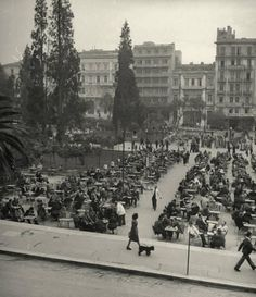 Crowds eating at busy downtown sidewalk cafe.Location:Athens, Greece Date Photographer:Dmitri Kessel Greece Pictures, Old Pictures, Old Photos, Vintage Photos, Greece Photography, History Of Photography, Old Greek, Kai, Greek History
