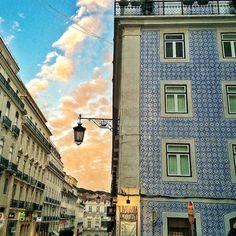 Lissabon Reisetagebuch Teil 1 - via Frollein Liebelei 12.03.2015   Zuerst dachte ich, ich poste mal eben ein paar Bilder und schildere die Erlebnisse unseres Trips nach Lissabon in einem Artikel, aber bei der Bilderflut die mich dann erwartete war klar: Da werden hier dem schönen Lissabon mindestens drei Posts gewidmet! Ich habe nämlich bei Instagram gesehen, dass einige von euch auch bald eine Reise nach Lissabon antreten und ganz hungrig nach Tipps sind