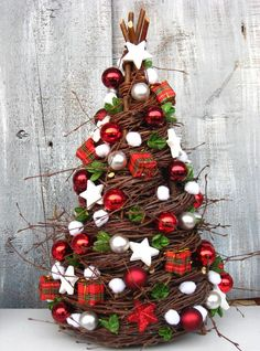 Little Christmas Tree Unique Christmas Trees, Outdoor Christmas Decorations, Christmas Centerpieces, Xmas Tree, Christmas Projects, Christmas Home, Christmas Wreaths, Christmas Ornaments, Holiday Crafts