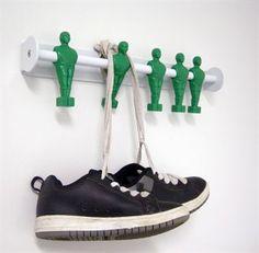 Fünf Kickerfiguren als Garderobe - das ist modernes, skandinavisches Design. Ein perfektes Geschenk für alle fußballbegeisterten Jungs und Junggebliebenen. Welche der Farben passt am besten zu Ihrem Lieblingsverein