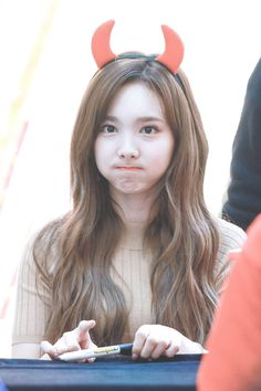 "#TWICE #NAYEON #LIKEY Fansign ""never know why she's soO cute.. """