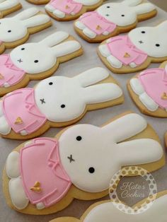 super cute kawaii miffy biscuits Bunny cookies~ By Kate's cookies, pink, white and too sweet to eat Fancy Cookies, Iced Cookies, Cute Cookies, Easter Cookies, Cookies Et Biscuits, Cupcake Cookies, Sugar Cookies, Galletas Cookies, Cookie Designs