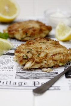 JUMBO LUMP CRAB CAKES  1 pound jumbo lump crab meat  1/4 cup panko  2 teaspoons old bay seasoning  salt/pepper  2 scallions - thinly sliced  2 tablespoons flat leaf Italian parsley - roughly chopped  1 egg - beaten  flour to coat  1/4 cup vegetable oil