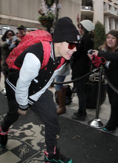 Crouching Justin Bieber Rushes From the Tour Bus to His Toronto Hotel