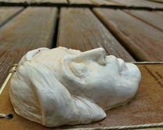 MiniBüst Edebiyatçılar Serisi  Mini tablo ve magnet olarak tasarlanmıştır  Virginia Woolf  Sipariş için 05072527536 veya 05057792027 arayabilirsiniz  İnternet satış adresi  https://www.zet.com/tasarimci/yuttsanat  #minibüst #art #heykel #yuttsanatatölyesi #yuttsanat #edebiyat #hediyelik #hediye #heykel #yaseminyılmazbezci #sanat #sculpture #thesculpture #yuttsanattasarım #tasarım #büst #sculptor #heykeltraş #franzkafka #kalemlik #organveli #nazımhikmetran #nazım #şiir #virginiawoolf